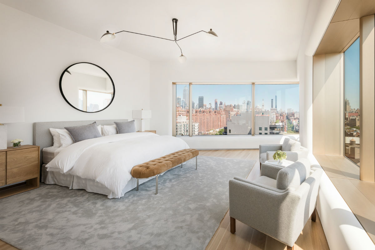 Taking up the entire 15th floor of the Foster + Partners-designed 551 West 21st Street, this ultra-luxury residence has haute amenities, including a fabulous walk-in closet, and a chic West Chelsea address, close to the trendsetting boutiques of the Meatpacking District.