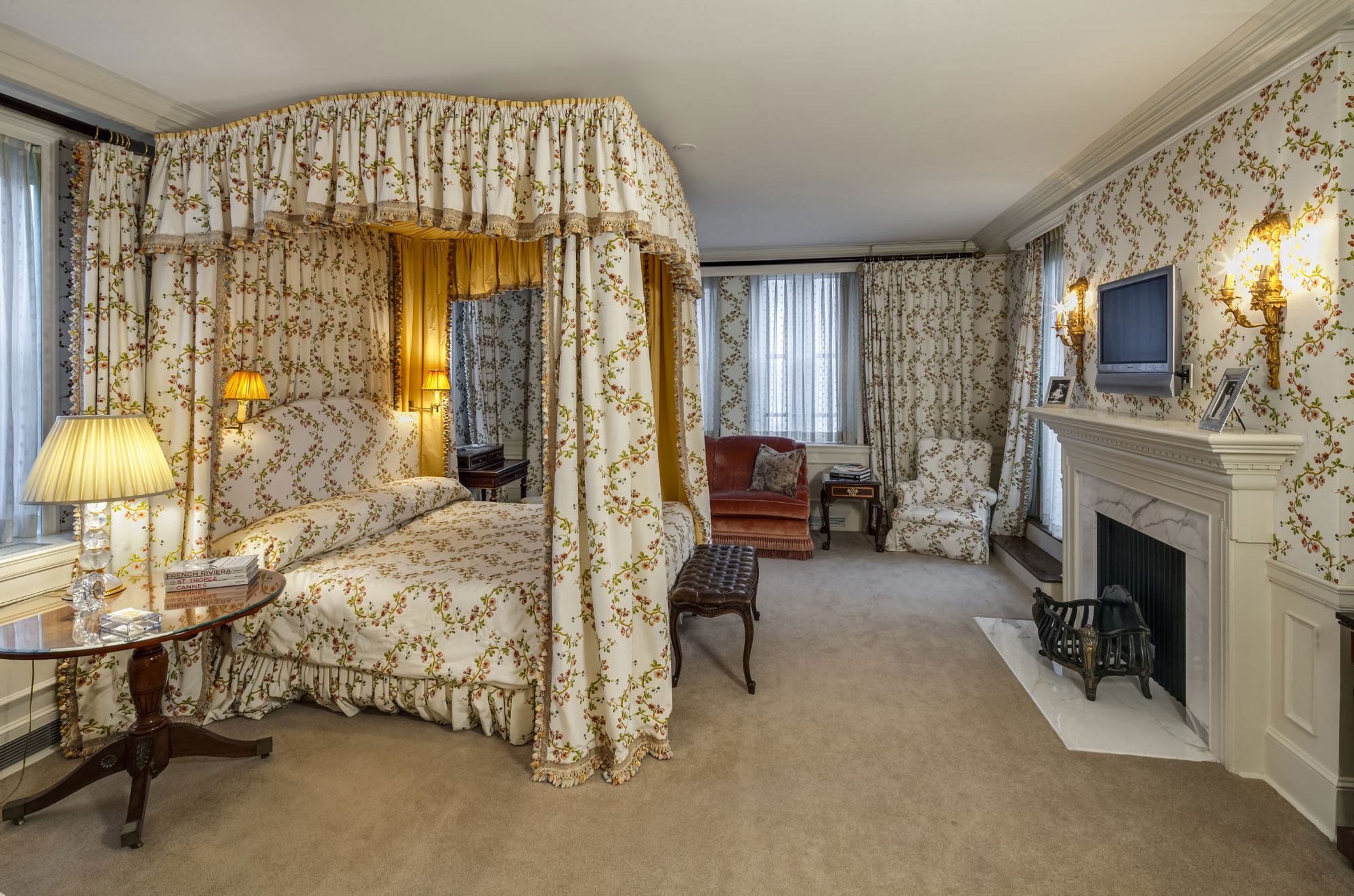 In the bedroom wing, which is carefully disguised from the gallery, three beautifully appointed guest bedrooms each have access to the south-facing terrace. The enormous master suite has two bathrooms and its own terrace facing Central Park.