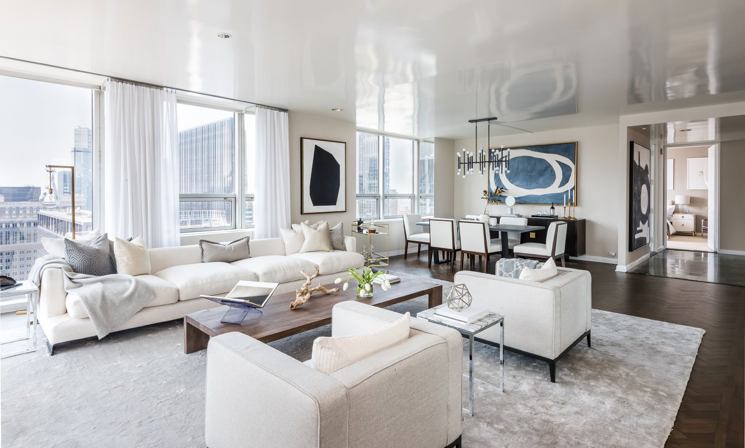 New York City's thriving art scene is world renowned. In Manhattan, The Museum of Modern Art's sculpture garden lies just below the landscaped terrace of this dazzling 50th-floor apartment.