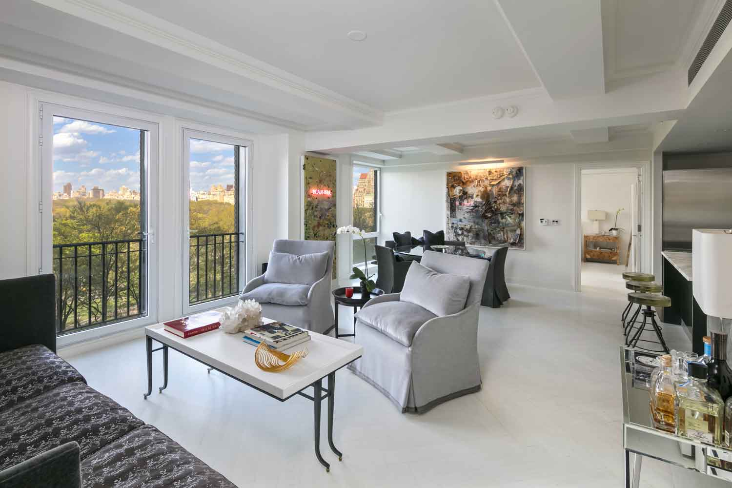 This Manhattan residence is situated in the highly coveted Essex House, a landmark building on Central Park South. The elegant two-bedroom, two and one half bedroom home boasts spectacular views of Central Park and is just a few blocks from New York's iconic Broadway Theater District.