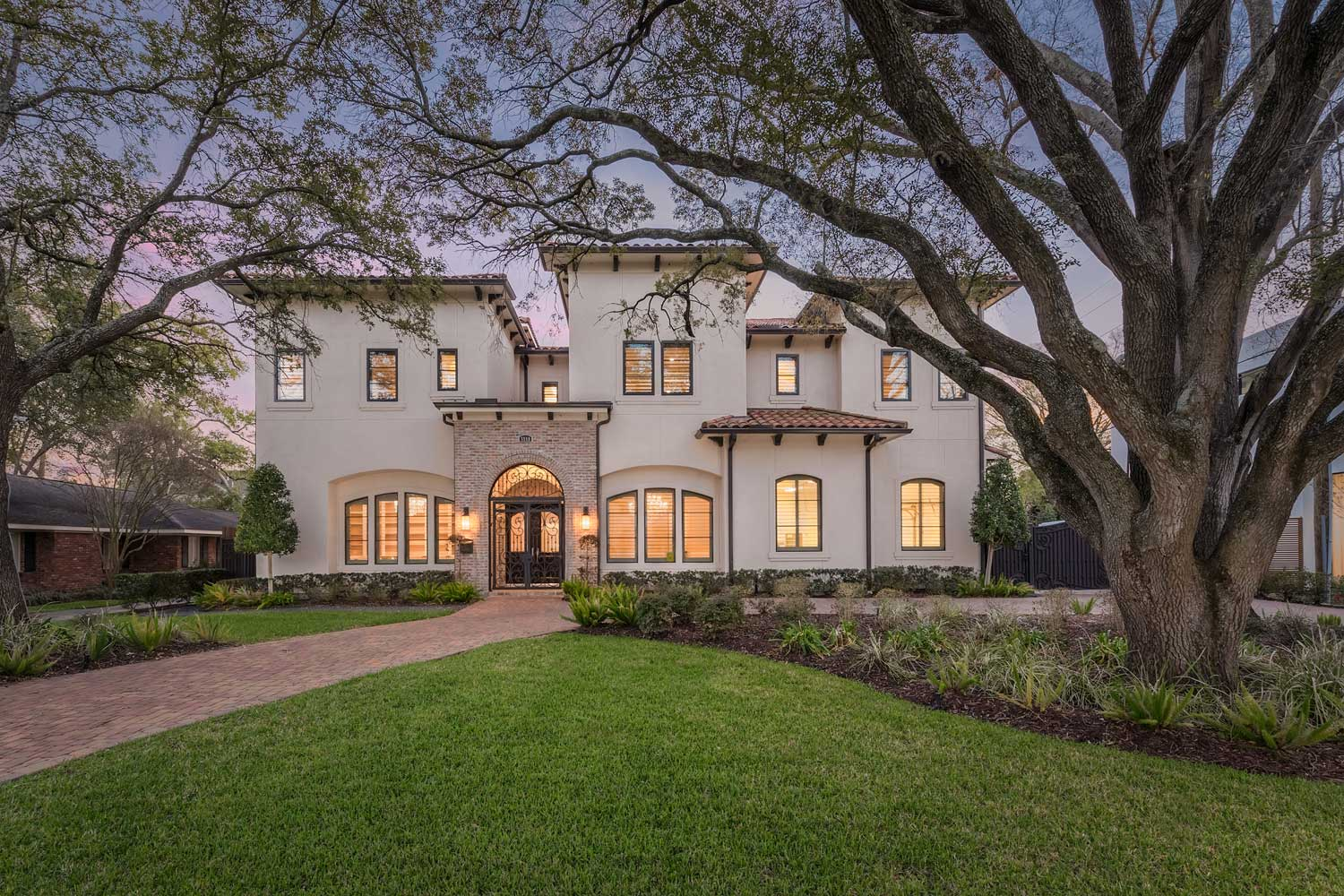 <b>Houston, Texas</b><br/><i>5 Bedrooms, 8,977 sq. ft.</i><br/>Mediterranean style home nestled among beautiful oak trees