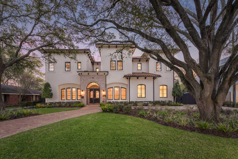 <b>Houston, Texas</b><br/><i>5 Bedrooms, 8,977 sq. ft.</i><br/>Mediterranean style home nestled among beautiful oak trees