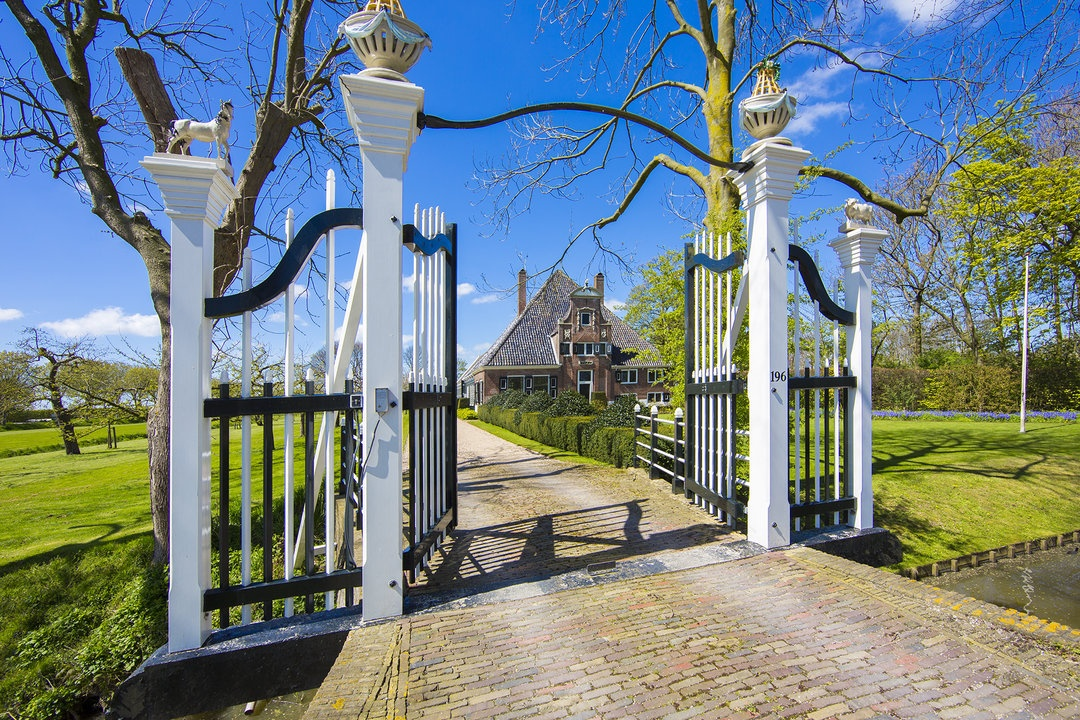 A national monument in a World Heritage Site, De Eenhorn is dedicated to refined country living and equestrian pursuits, yet is only 15 minutes from the historic heart of Amsterdam.