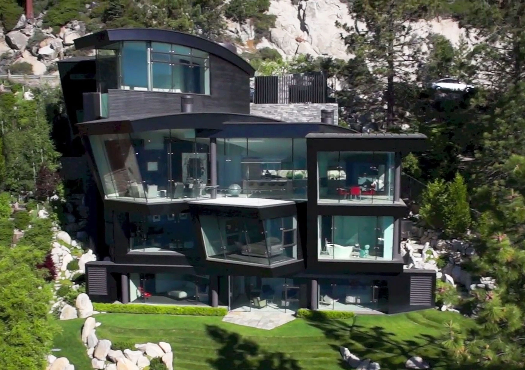 One of the most spectacular waterfront properties in North America, Ski the Future is a triumph of design on the shores of Lake Tahoe.