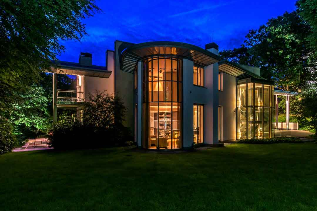 Villa Duinhove is a contemporary jewel crafted from glass, aluminum, and Jerusalem gold limestone.