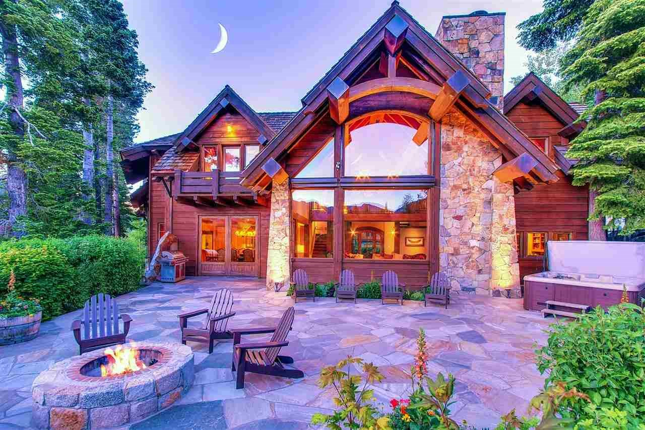 <b>6 Bedrooms, 6,000 sq. ft.</b><br/> Grand timbered mountain estate