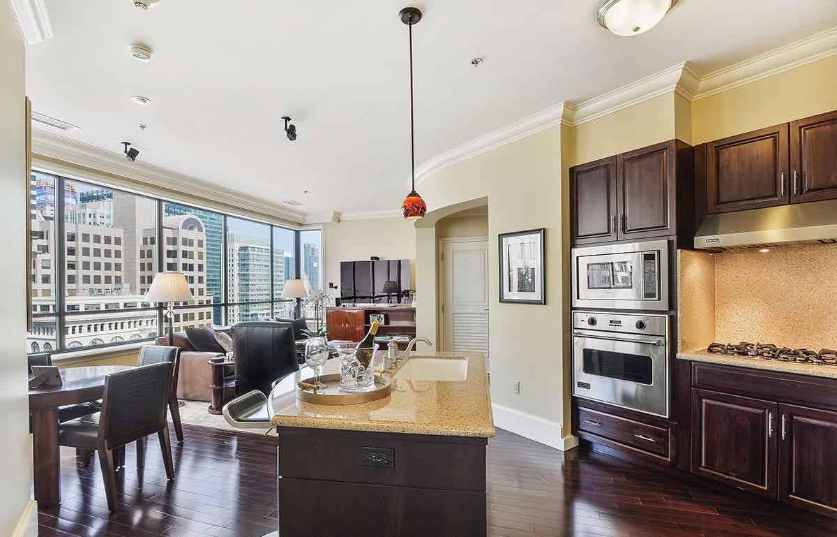<b>San Francisco, California</b><br/><i>2 Bedrooms, 952 sq. ft.</i><br/>Downtown Ritz-Carlton condo with access to hotel amenities