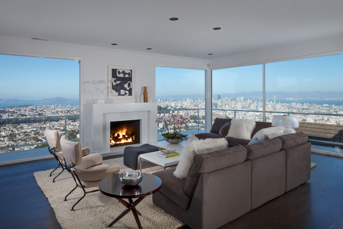 <b>4 Bedrooms, 4,813 sq. ft.</b><br/>Mid-century home with Golden Gate Bridge view