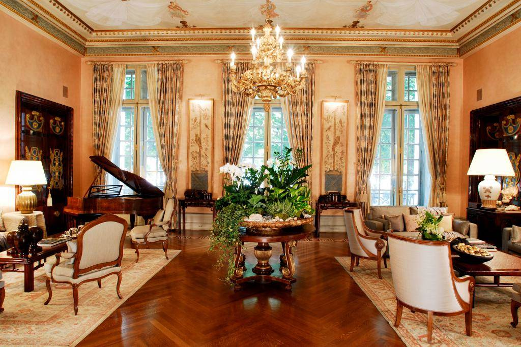 A stately residence in the 7th arrondissement of Paris
