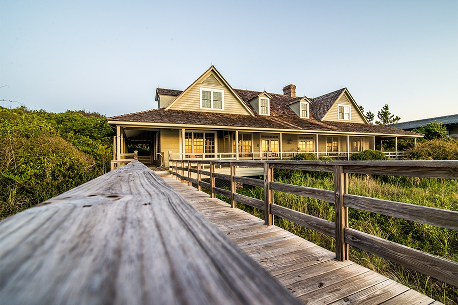 This four-bedroom Pawleys Island estate sits right on the water and offers an ideal blend of rustic charm and<br> state-of-the-art amenities.</br>