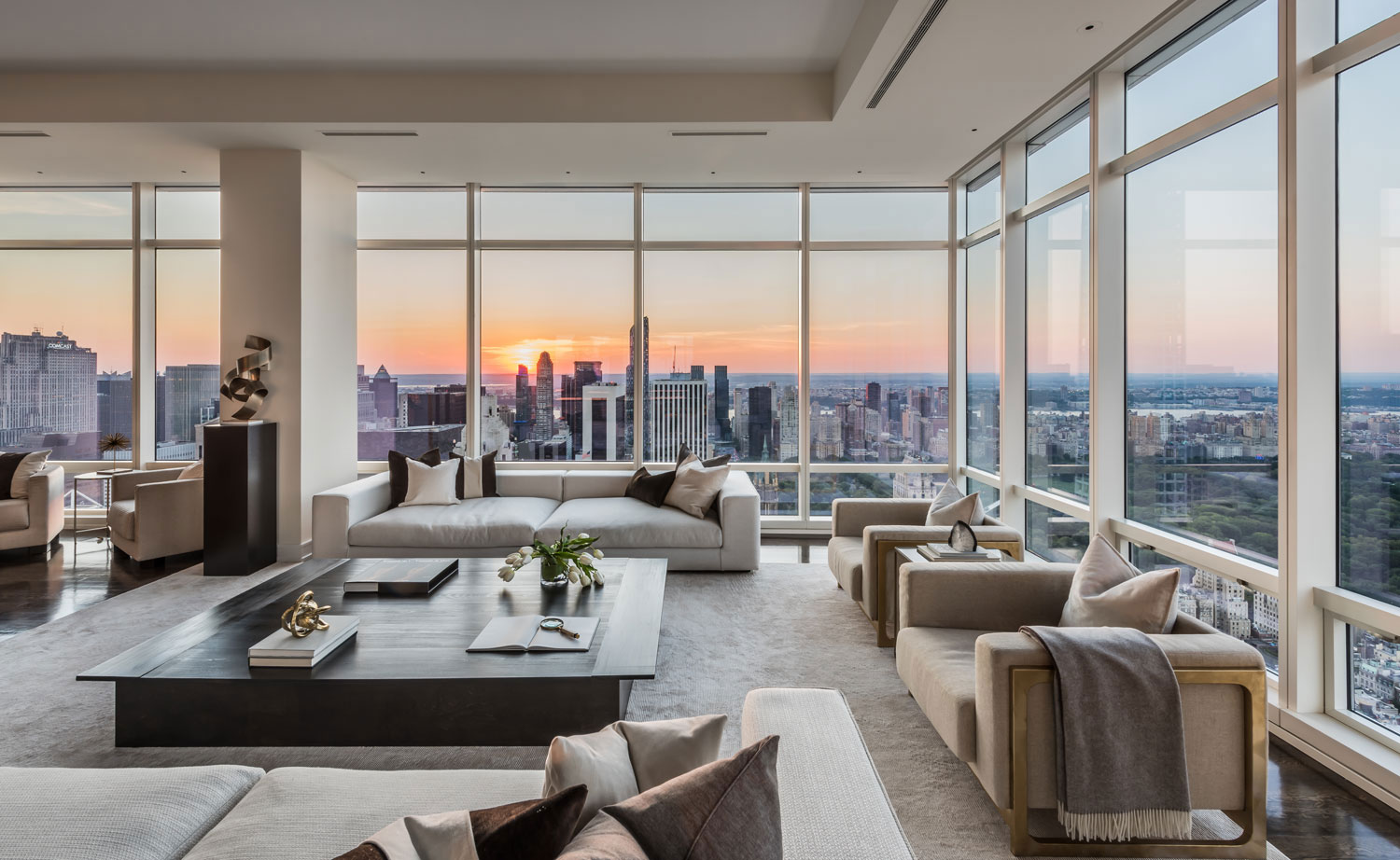 Within 15 minutes of both the Wollman Rink and the Rink at Rockefeller Center, this ultra-luxurious penthouse is located in one of Manhattan's premier condominium buildings, One Beacon Court.