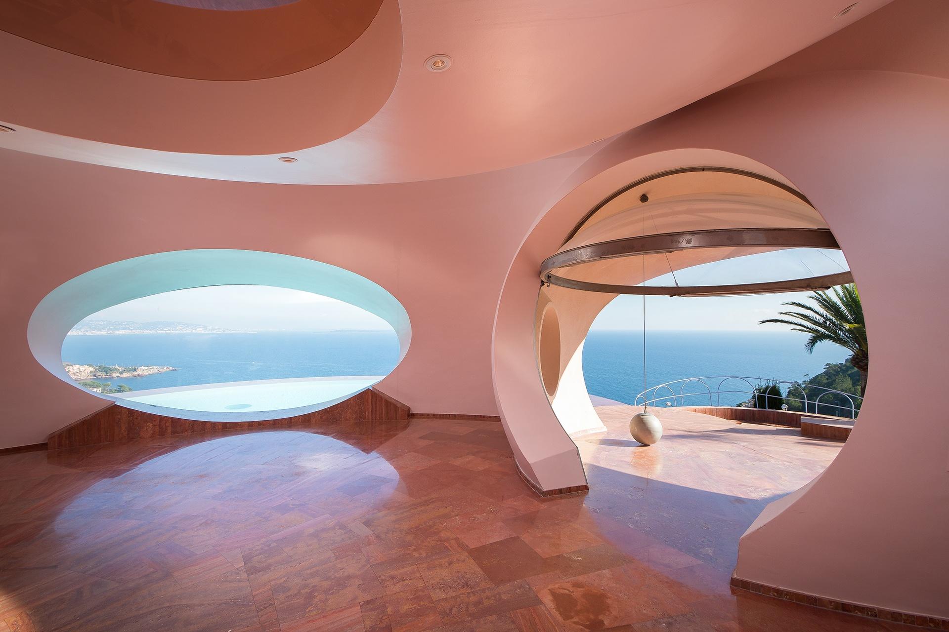 Le Palais Bulles (Bubble Palace) in Côte d'Azur represented by Michaël Zingraf Real Estate