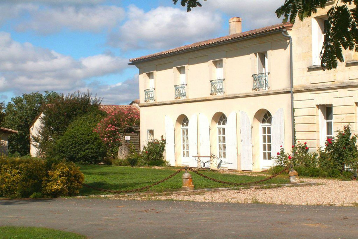 Set in the famous village of Saint-Émilion, this historic vineyard estate is the ideal investment property. This property includes 7.89 hectares of AOC Saint-Émilion Grand Cru vineyards, farm buildings, and a château residence surrounded by landscaped gardens with a pool.