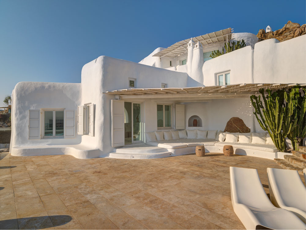<b>6 Bedrooms, 6,996 sq. ft.</b><br/>Stunning villa above the new port of Mykonos