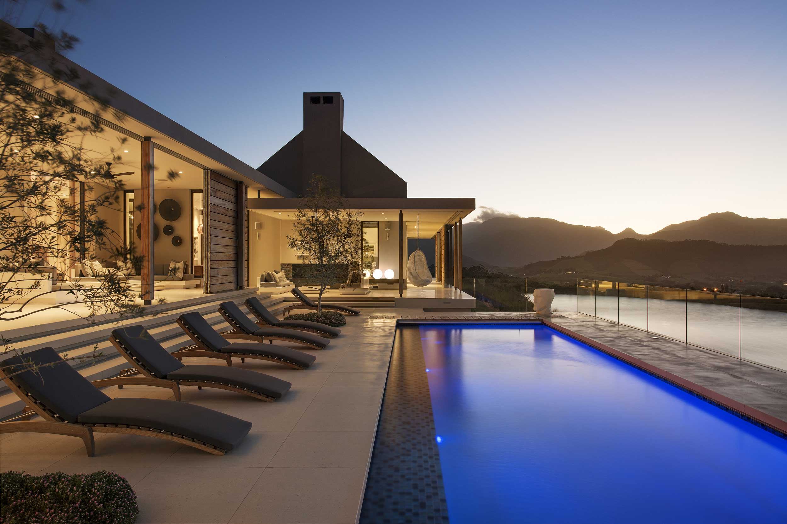 Located in Franschhoek, in one of the most beautiful wine producing valleys in the world, this exceptional property overlooks a beautiful dam and enjoys unparalleled views of the Franschhoek valley surrounded by wine producing vineyards.