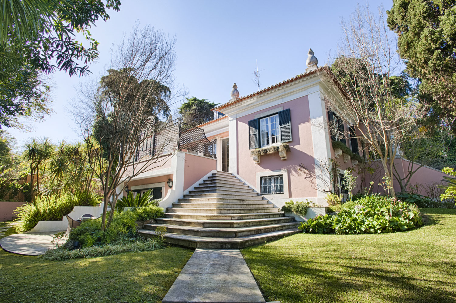 <b>Lisbon, Portugal</b><br/><i>10 Bedrooms, 4,617 sq. ft.</i><br/>Charming ten-bedroom villa