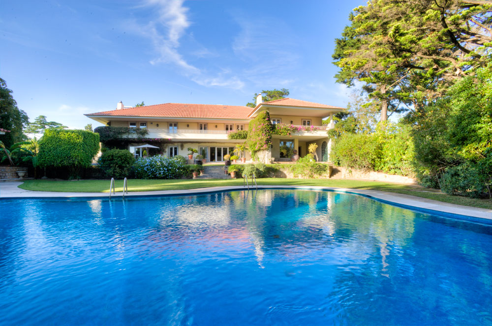 <b>6 Bedrooms, 13,777 sq. ft.</b><br/>Magnificent villa in Cascais near the golf course