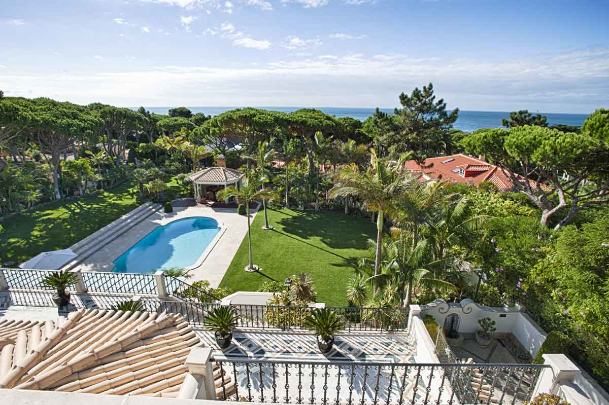 Privately situated in an exclusive golf community on the Portuguese Riviera, this resort villa's fashion-forward features include an ornate dressing room with handcrafted cabinetry, floor-to-ceiling mirrors, and a veranda overlooking the Atlantic Ocean.