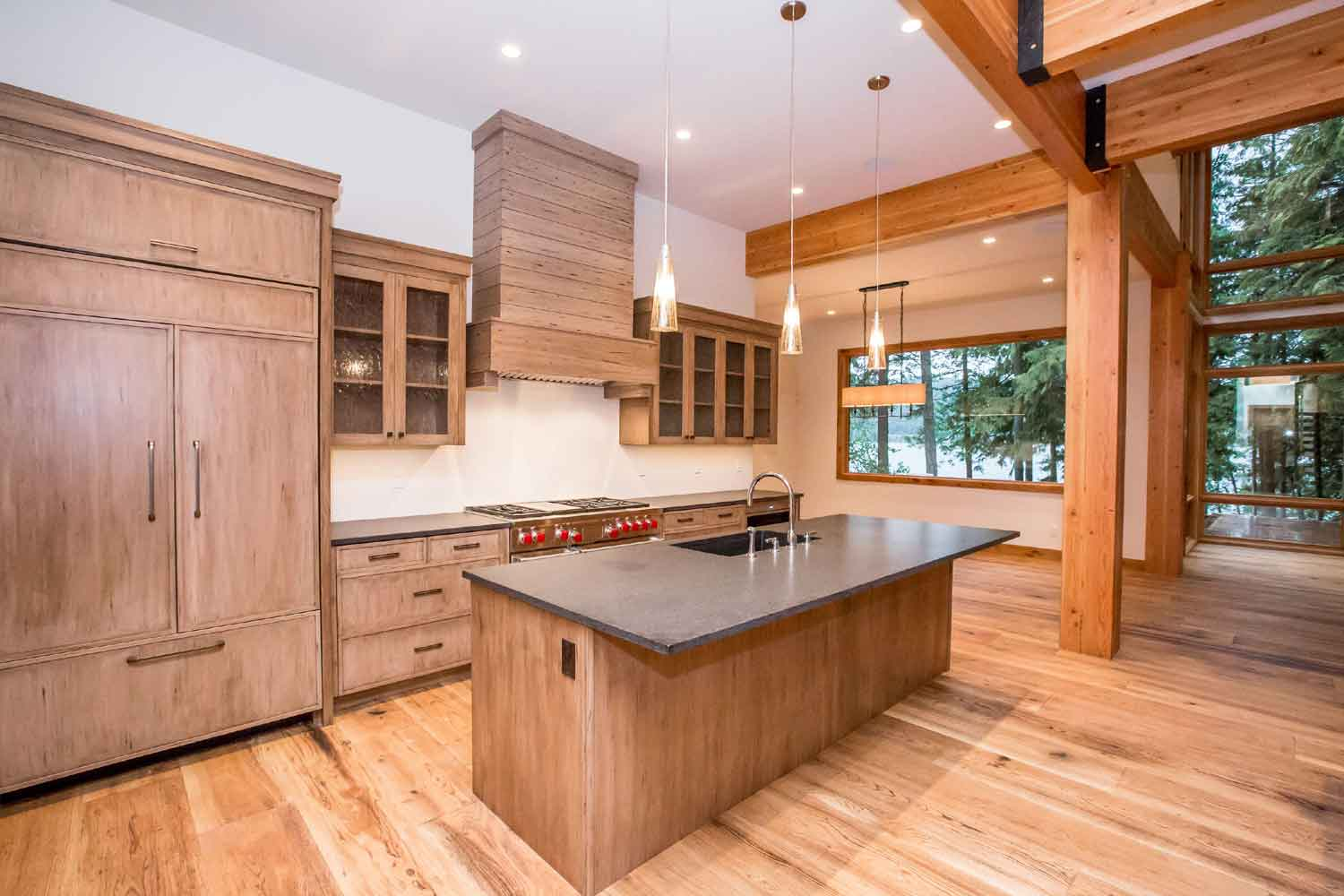 <b>Whitefish, Montana</b><br/><i>5 Bedrooms, 4,632 sq. ft.</i><br/>Lakefront home with stunning vistas of the lake