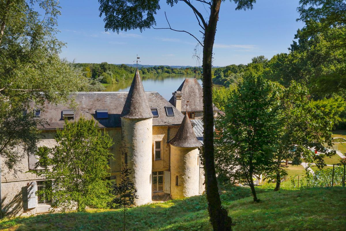 This 17th-century château in Saint-Émilion is a fine example of a gite complex. The current owners generate approximately €300,000 in revenue each year for a six-month season from 11 guest rooms, including five gites in the estate's renovated outbuildings. There's also a five-bedroom staff apartment, a swimming pool, and more than 14 acres of parkland on the Dordogne River.