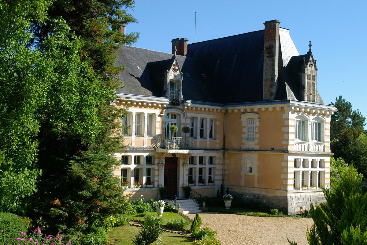 Similar in style to Chateau La Yotte, this impressive château complex, north of Périgueux, lends itself equally to a private residence or as a boutique hotel business.