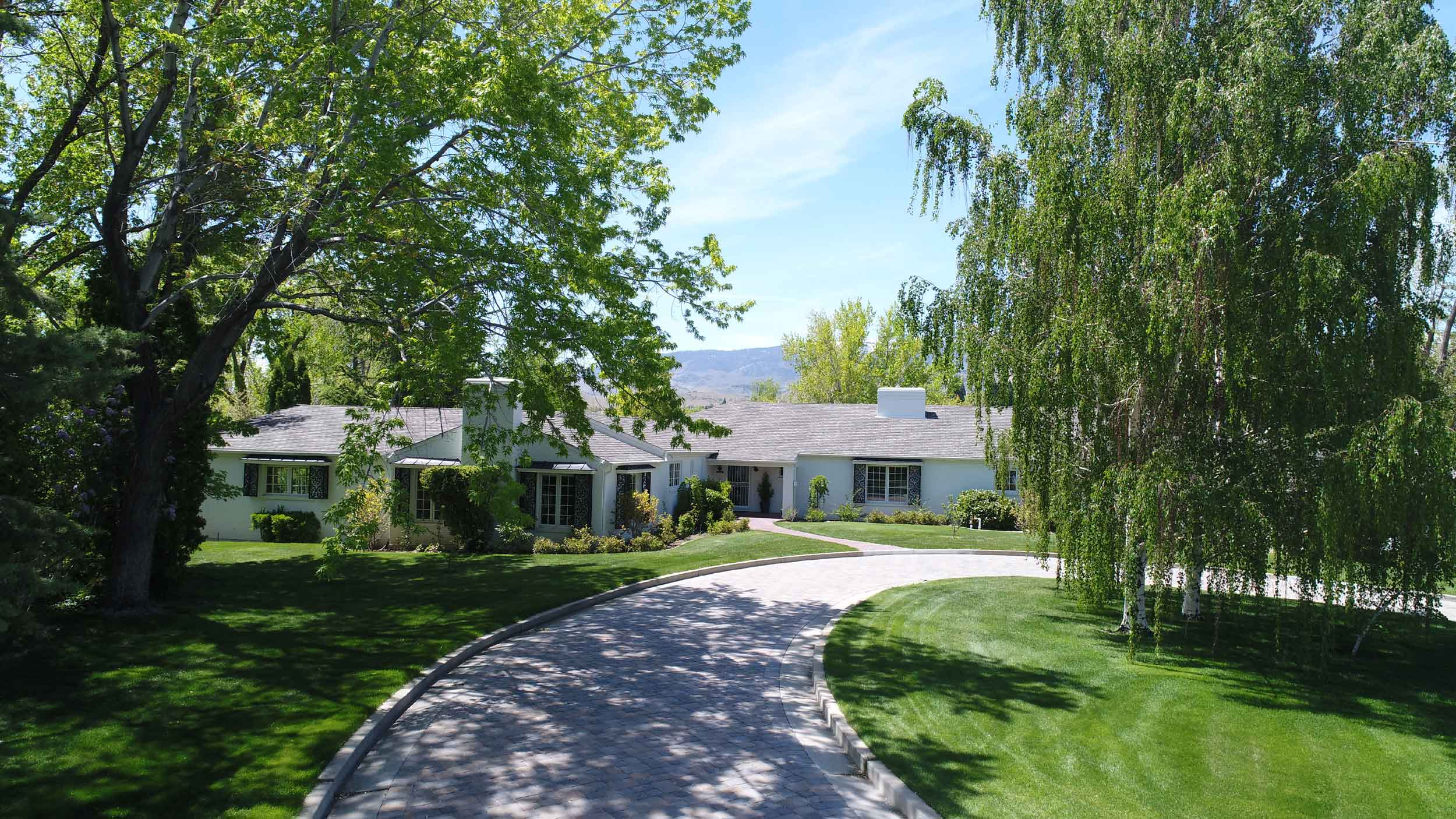This Mid-Century Modern estate in Reno, Nevada, hosted Clark Gable, Marilyn Monroe, and Montgomery Clift during the production of the 1961 Hollywood film <em>The Misfits</em>.