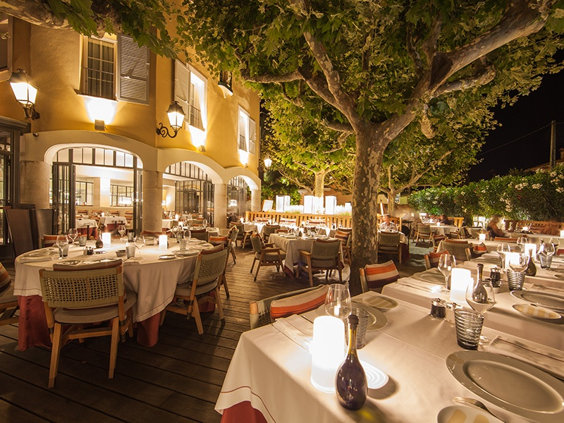 Alain Ducasse's Rivea at Byblos is a fashionable dining destination, with dishes crafted under chef Vincent Maillard and an indoor–outdoor setting that embraces the balmy Saint-Tropez climate.