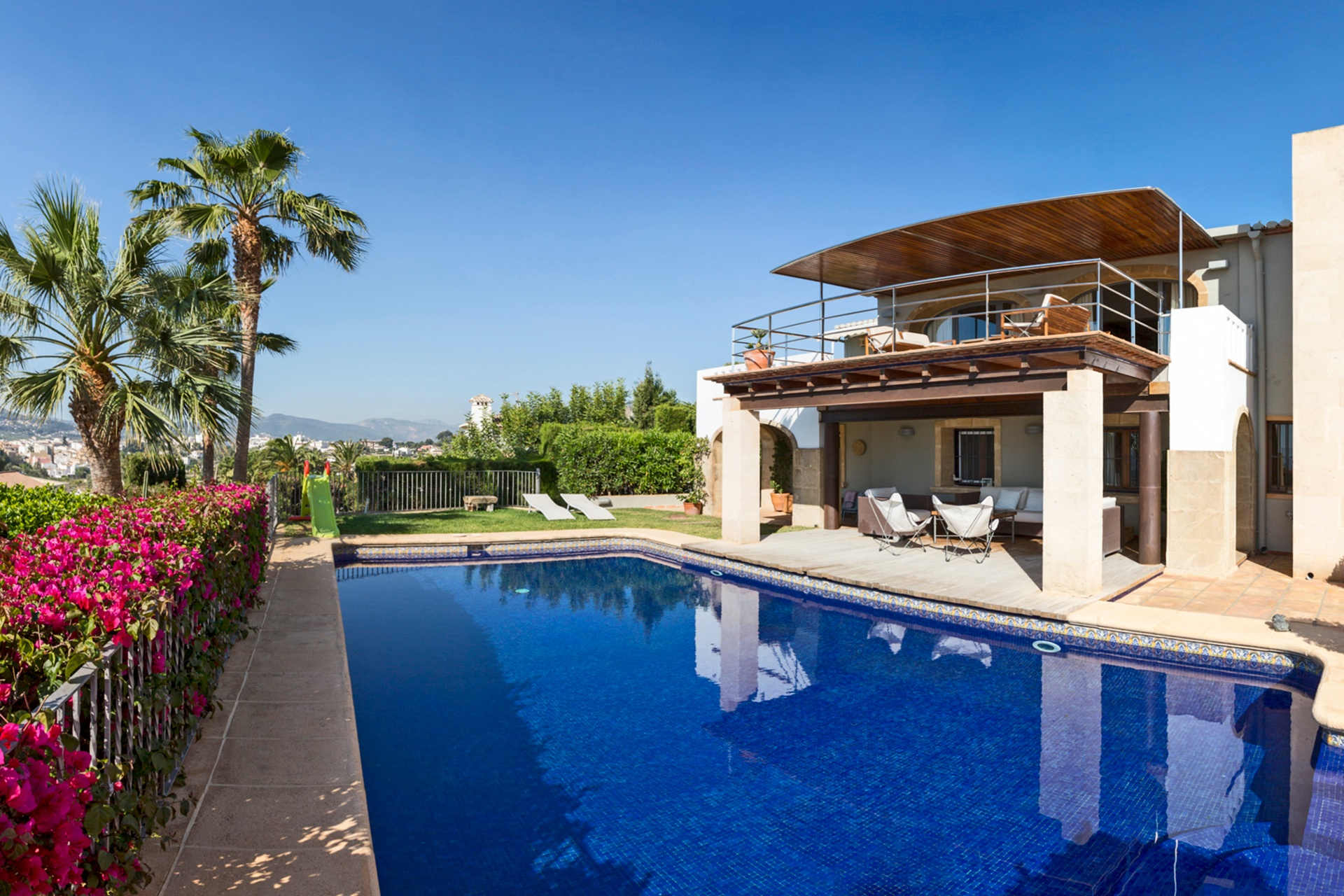 This hillside retreat is close to the historic old town of Jávea and the finest beaches on Spain's Costa Blanca.