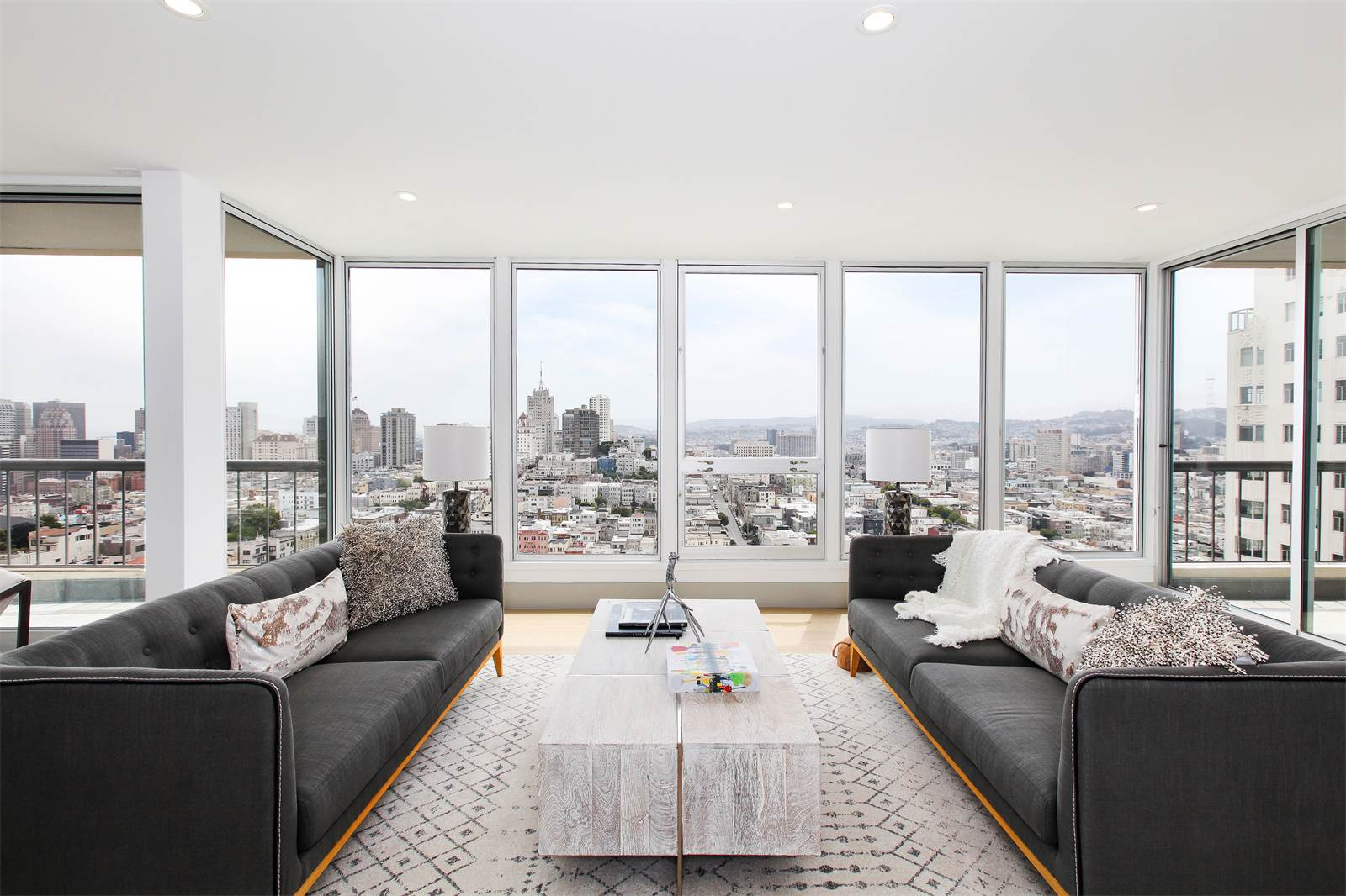 Views of San Francisco Bay can be seen from this 14th-floor, luxury condominium on Green Street in the highly sought-after Russian Hill neighborhood. Nearby, the car-free National Park bike path offers a scenic ride past Fort Mason and Presidio National Park to the Golden Gate Bridge.