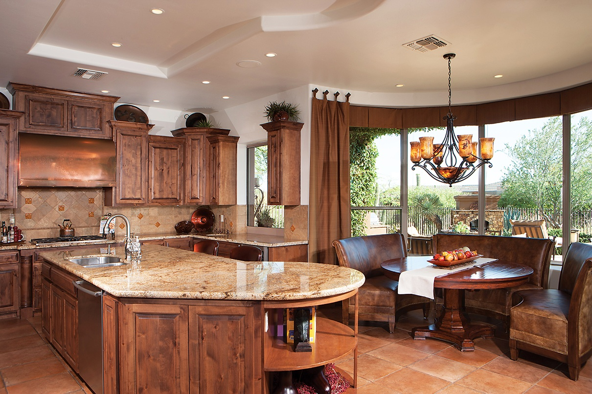 Tradition and modernity combine at this deluxe adobe dwelling in Scottsdale, Arizona.