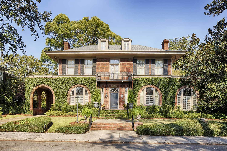 <b>Savannah, Georgia</b><br/><i>4 Bedrooms, 4,486 sq. ft.</i><br/>Ardsley Park mansion