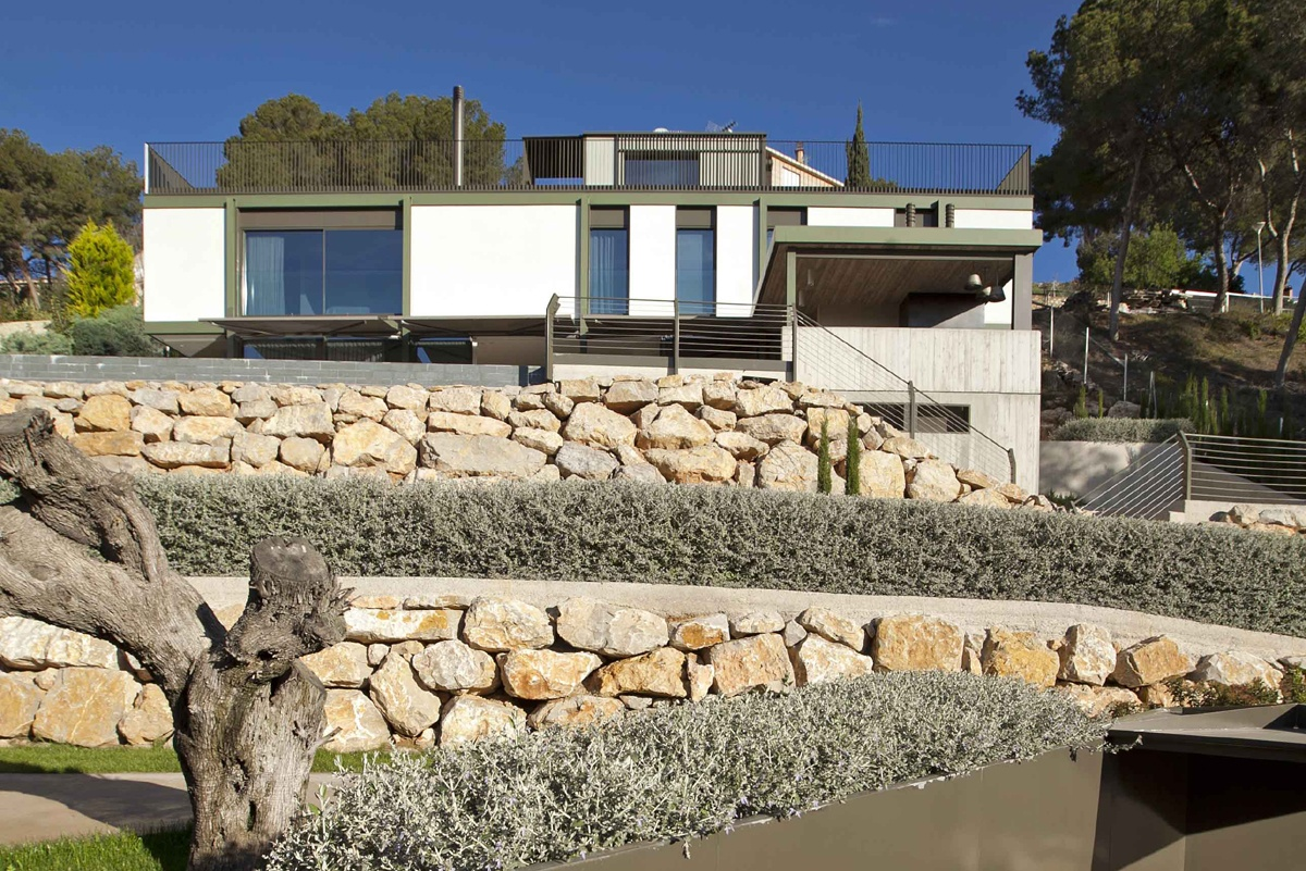 This modernist villa was recognized as one of Valencia's top 50 buildings by the CTAV architecture association.
