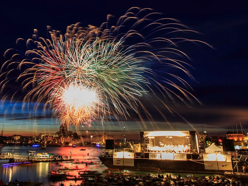 Symphony Splash takes place every summer, on the Sunday before BC Day. As well playing along to spectacular fireworks displays, the Victoria Symphony also features cannon fire as part of Tchaikovsky's <I>1812 Overture</I>. Photograph and banner image: Claude Joo for Victoria Symphony Splash.