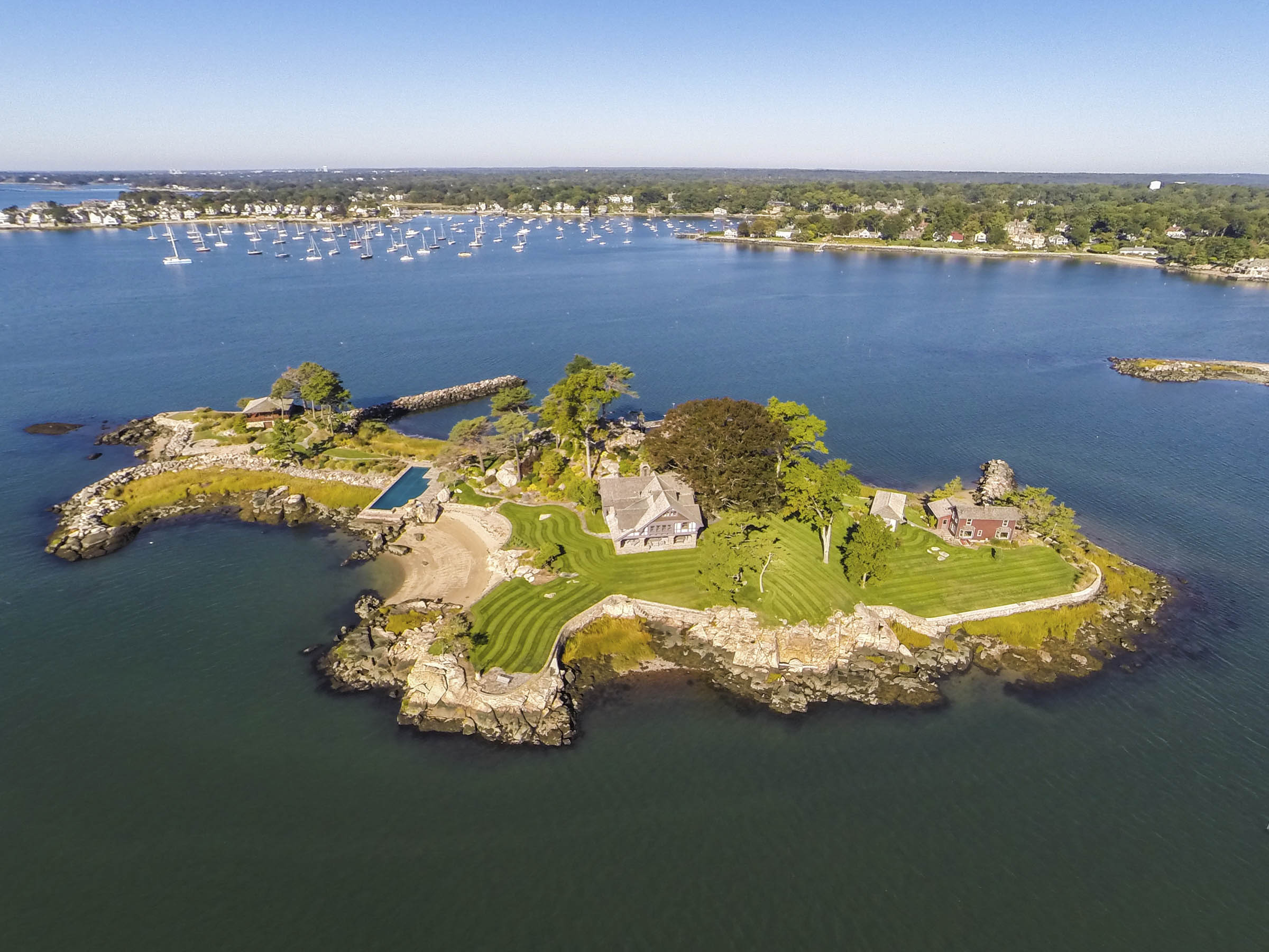 Tavern Island is an exclusive and historic private compound in Long Island Sound, located within an hour of the Big Apple.