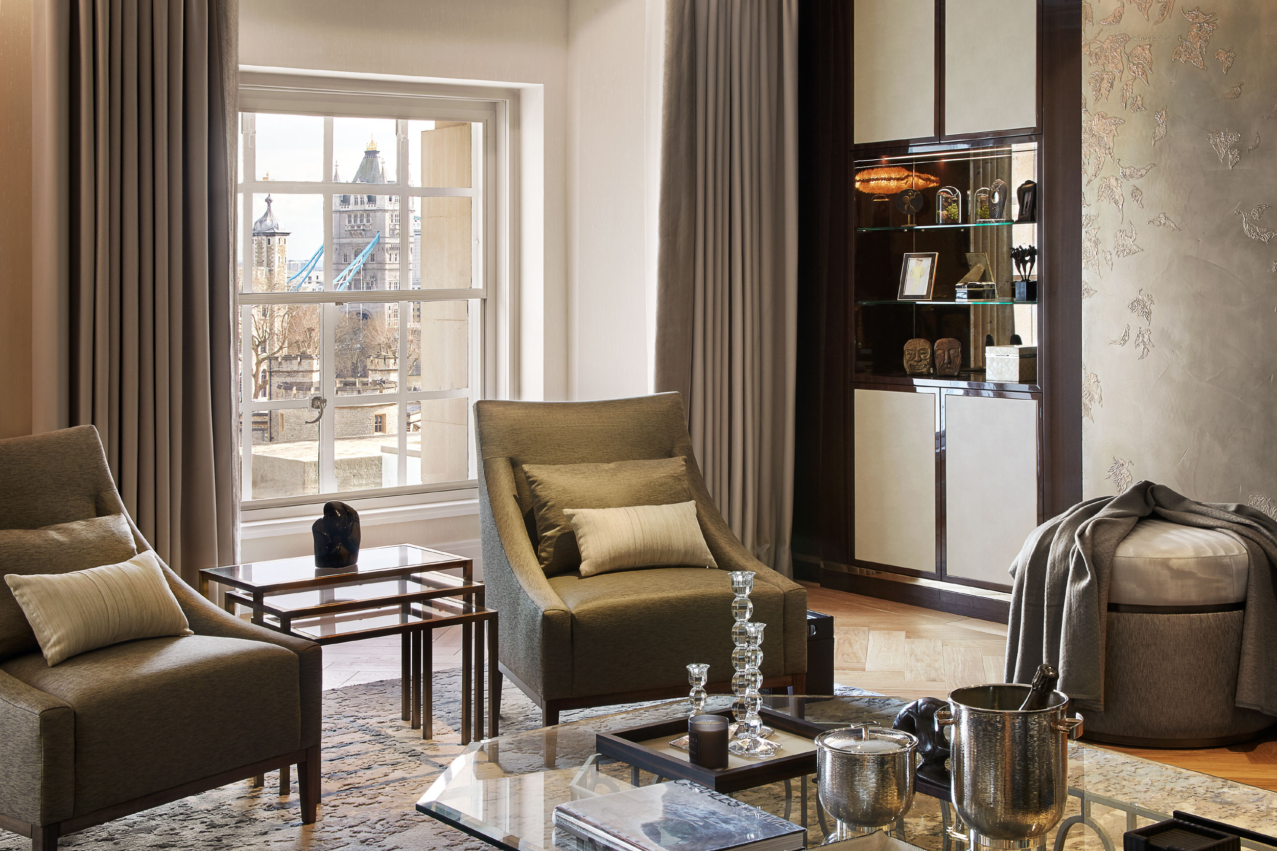Residents also enjoy access to Ten Trinity Square Private Club, featuring the Château Latour Discovery Room and Château Latour Dining Room, a magnificent ballroom, meeting rooms, bar, cigar lounge, and billiards room.