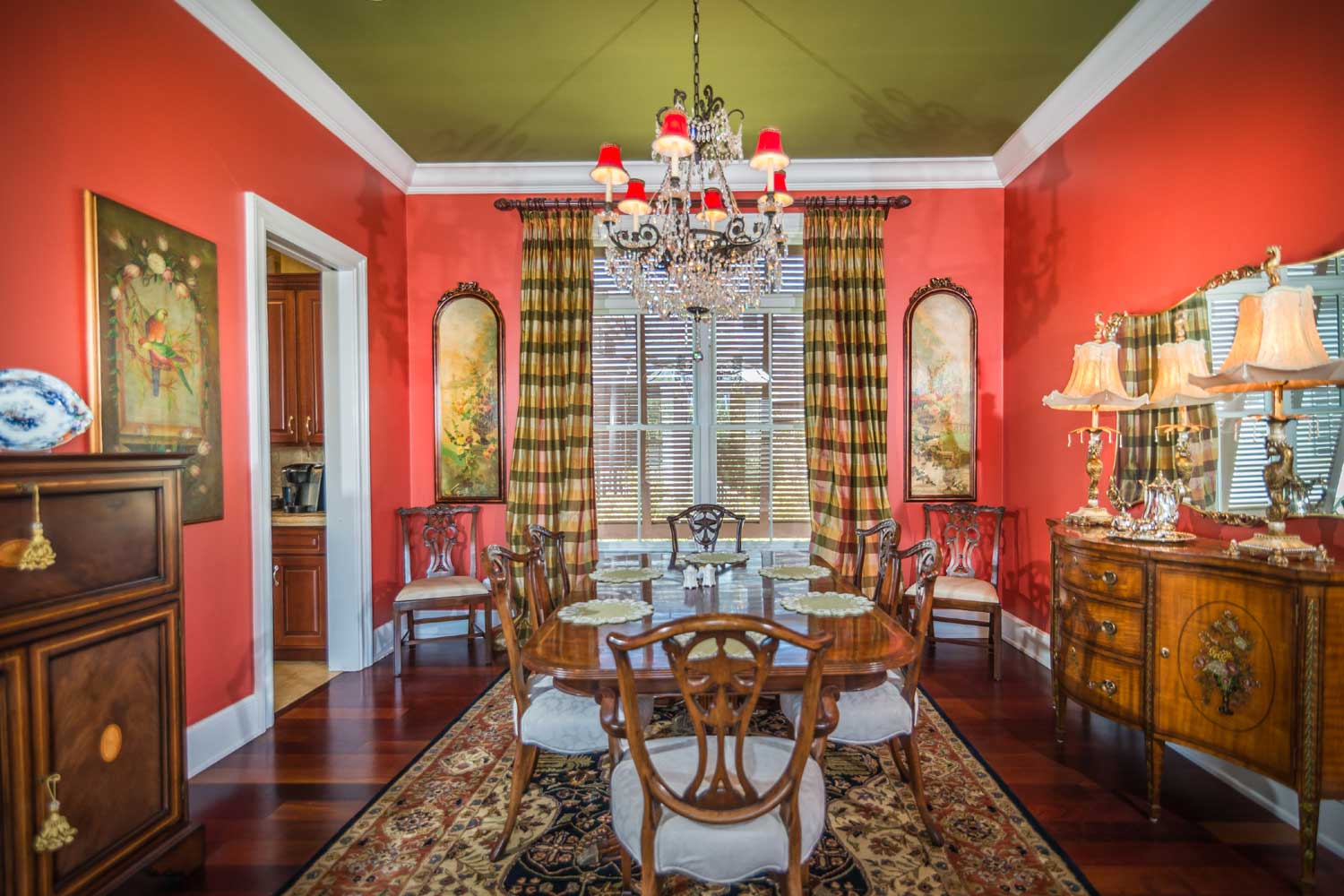 <b>Georgetown, South Carolina</b><br/><i>6 Bedrooms, 5,500 sq. ft.</i><br/>Waterfront estate with private dock