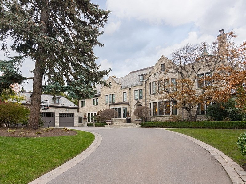 Located in the sought-after area of Forest Hill, in the heart of the city, this six-bedroom, 10-bath mansion has grand vaulted ceilings and a large pool with a waterfall.