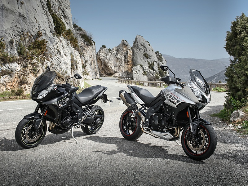 The Triumph Tiger Sport is available in two color schemes – matt black with neon yellow detailing (left) or aluminum with red detailing. Photograph: Performance Communications