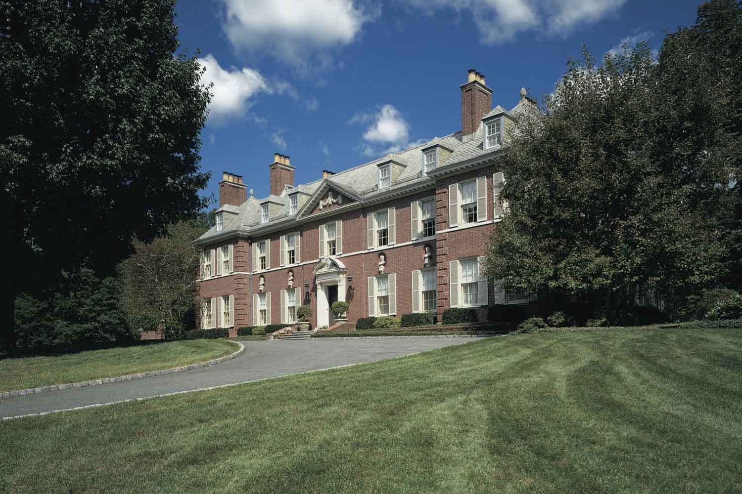<b>Peapack, New Jersey</b><br/><i>5 Bedrooms, 18,396 sq. ft.</i><br/>Georgian-style estate and horse farm
