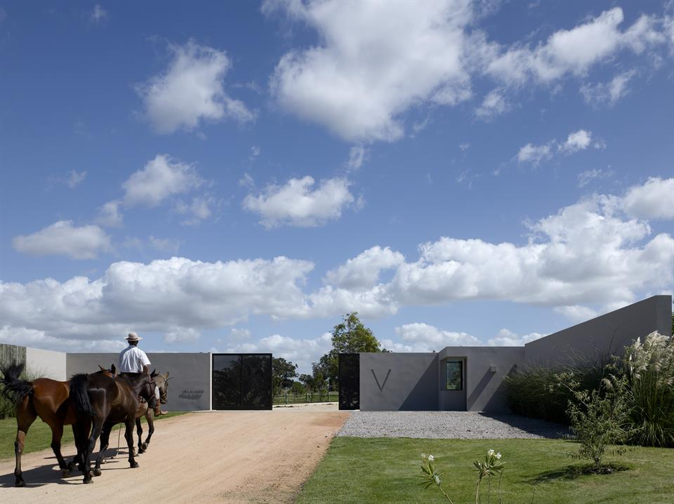 The Zorzal is a luxury, contemporary homestead in Villalagos, a unique and exclusive ranch community on the coast of Uruguay.