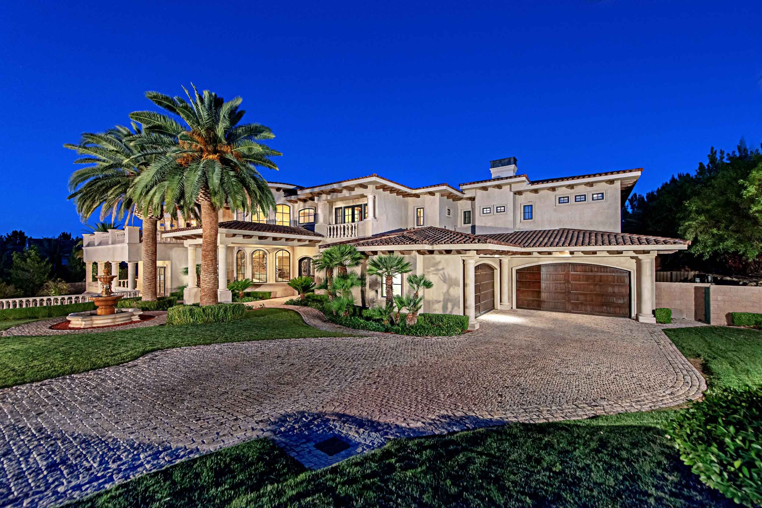 This opulent Tuscan-inspired estate lives up to the heady glamour of its Las Vegas setting.