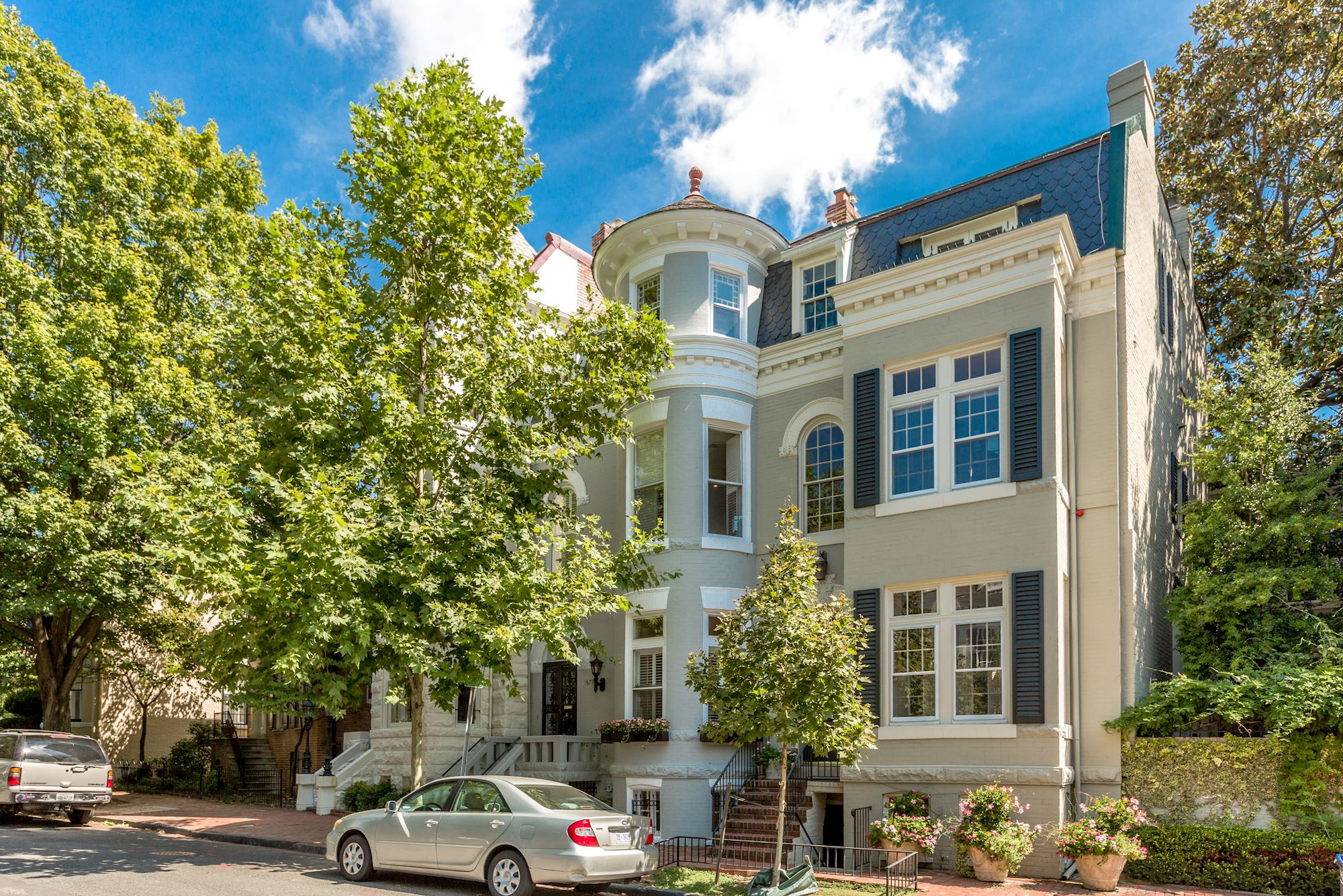 Georgetown in Washington, D.C., is the setting for this elegant Queen Ann townhouse, built at the turn of the 20th Century.
