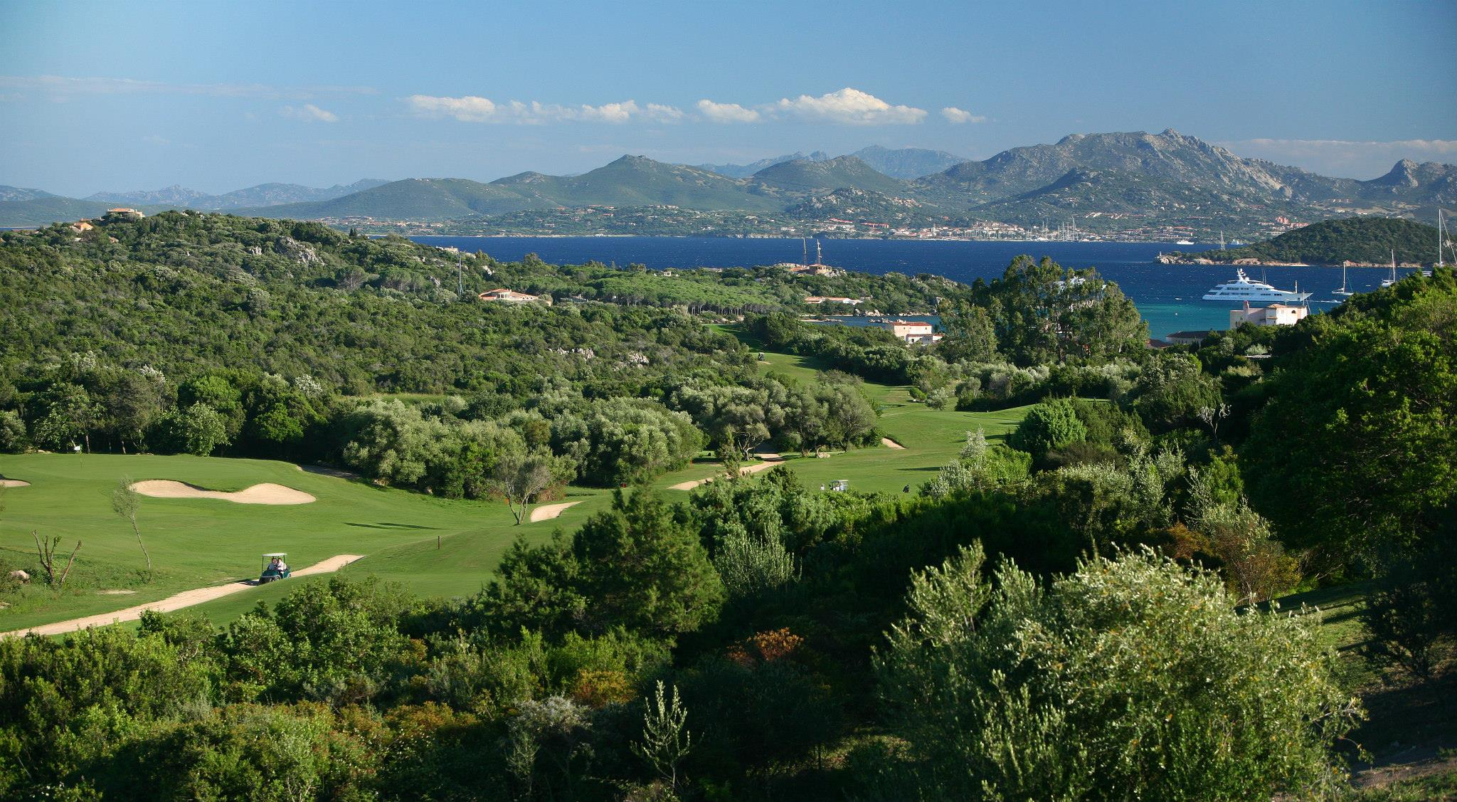 Strategically located near the golf course of Porto Cervo, with stunning sea views dominating the bay of Cala di Volpe.