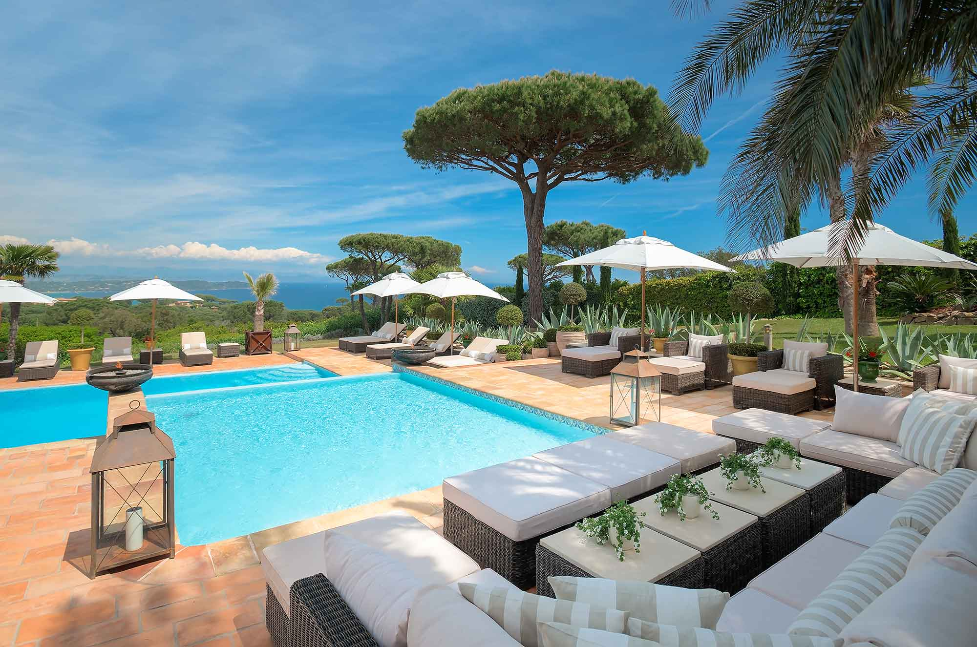 Villa Salmanazar rests amid privacy and seclusion in the hills of Ramatuelle, with views over the famous bay of Pampelonne, Saint-Tropez, and the surrounding Provençal countryside.