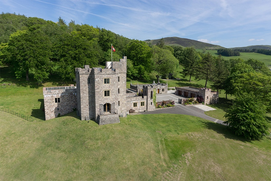 This modern-built stone castle was designed to fit into the surrounding landscape and built by architect John Taylor between 1977 and 1994.