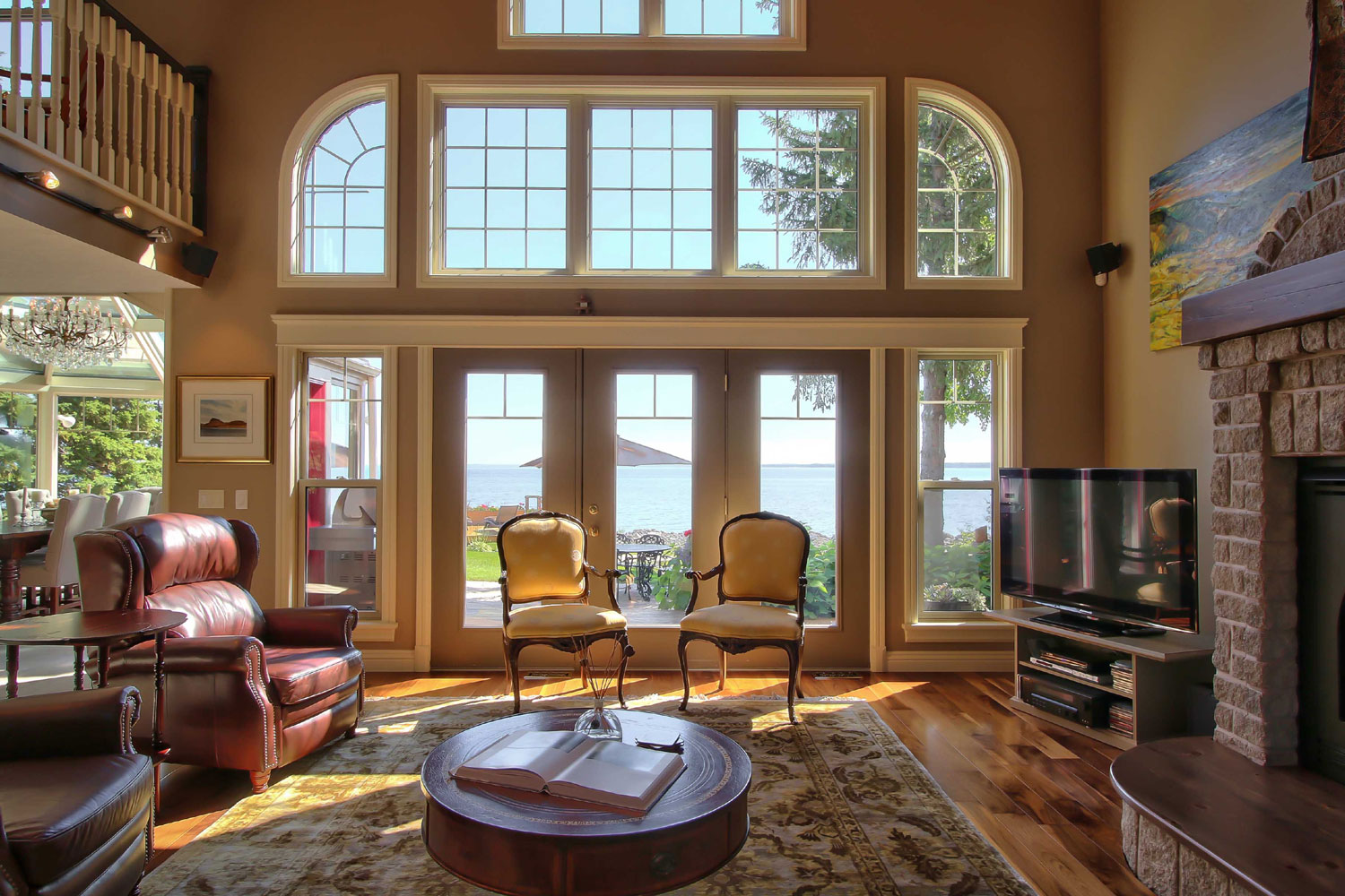This waterfront home in Wasaga Beach, Ontario, is centrally located to ski clubs, golf courses, and other amenities of the area.