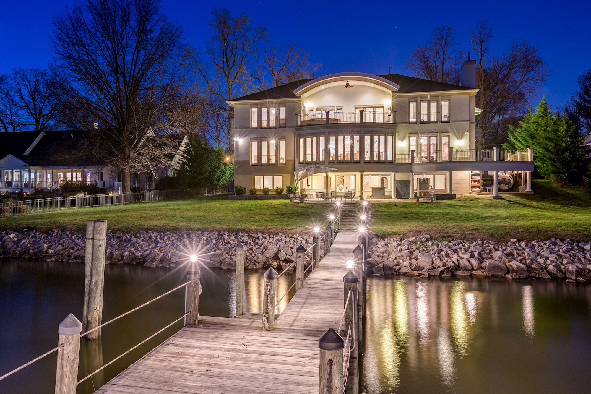 This palatial residence in the historic Washington, D.C., suburb of Alexandria offers sophisticated entertaining options in the presence of the Potomac River.
