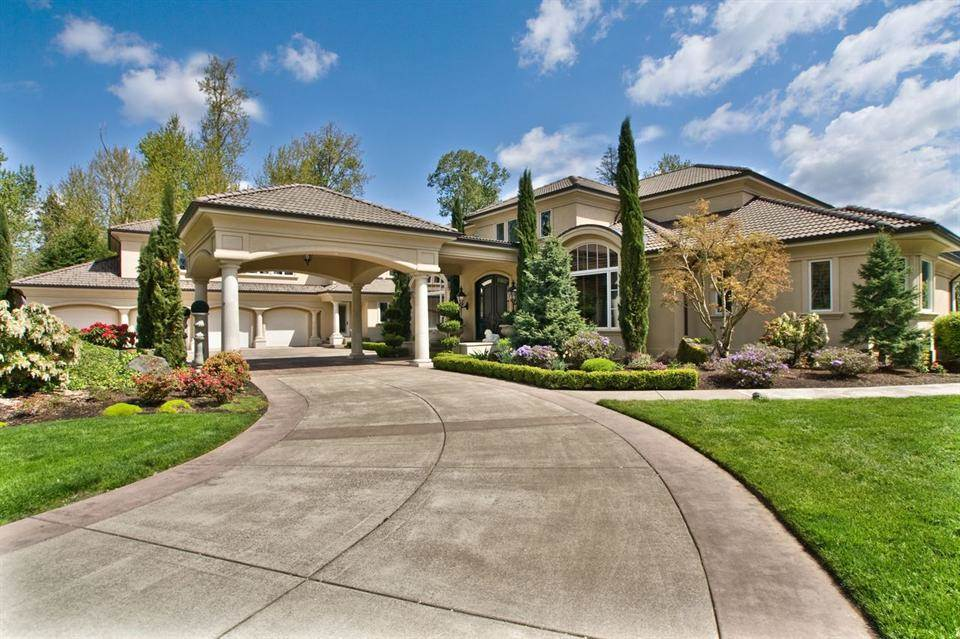 <b>5 Bedrooms, 10,122 sq. ft.</b><br/>Majestic gated riverfront estate