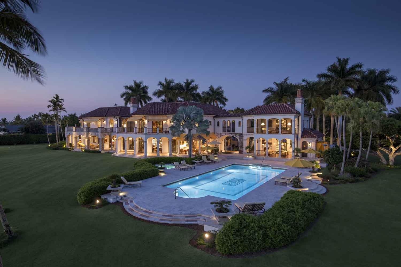 <b>Naples, Florida</b><br/><i>5 Bedrooms, 12,781 sq. ft.</i><br/>Port Royal waterfront home