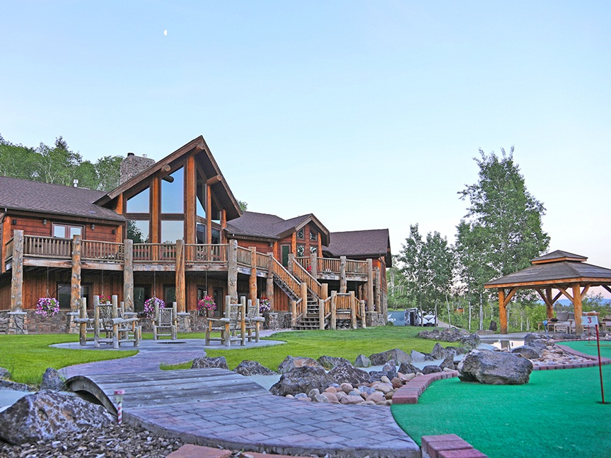 This Wyoming mountain retreat has its own private bear-themed putting course, wooded recreation land, and a cinema to entertain little ones.